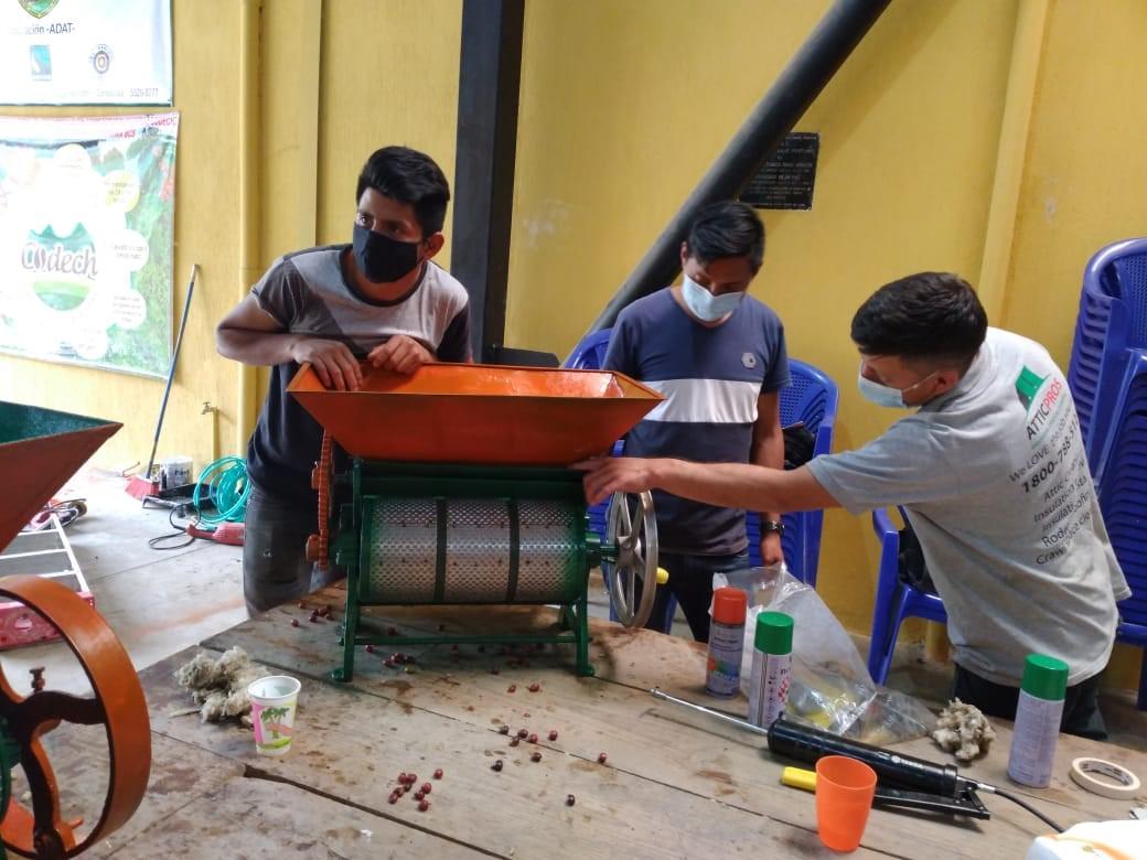 Replica en ADAT del Taller Uso y Mantenimiento de Despulpadores de Café